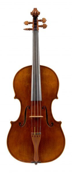 Front of a viola by William Luff, London, 1979