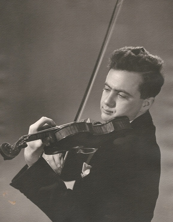 Tibor Zelig who owned a violin by David Tecchler